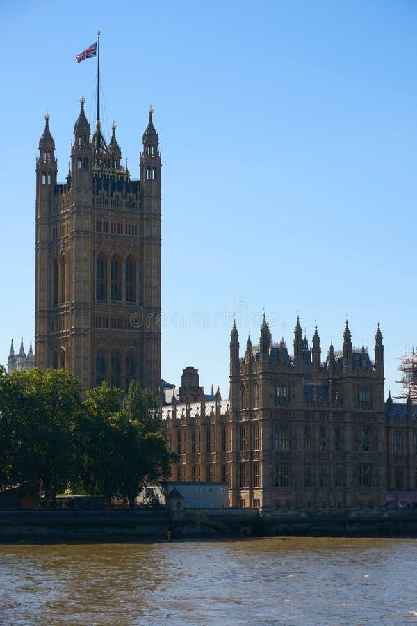 LONDON - Juni 26, 2018: Torn av London Parliame arkivbild