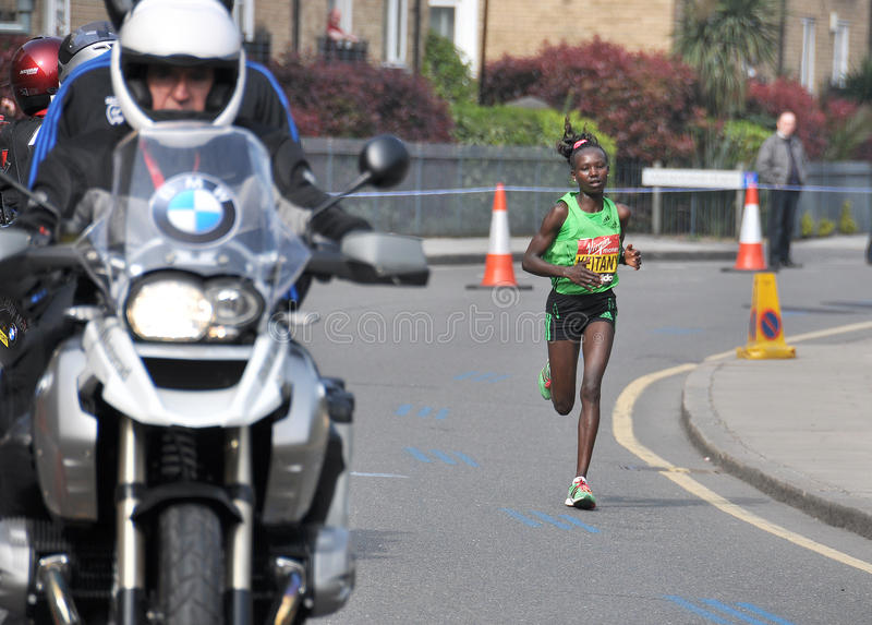 London-Marathon 2011, Mary Keitani lizenzfreie stockfotografie