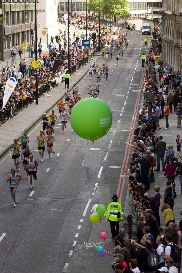 Download London maraton zdjęcie stock editorial. Obraz złożonej z akcja - 9131108