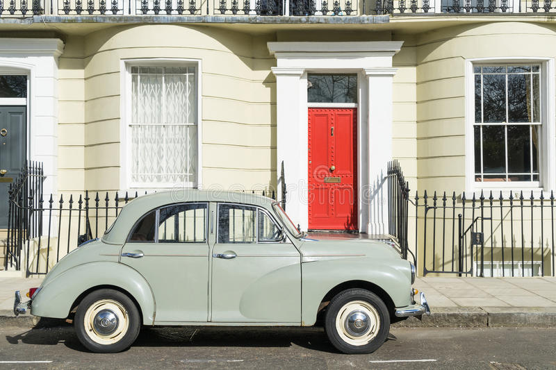 London - March 30: Oldtimer car parked in front of Kensington luxury town house on March 30, 2017 royalty free stock photography