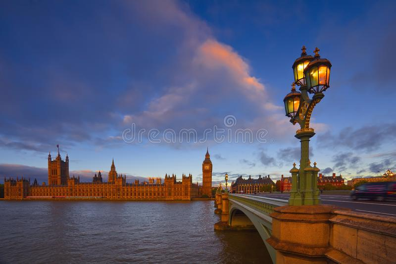 London morgon med Big Ben arkivfoton
