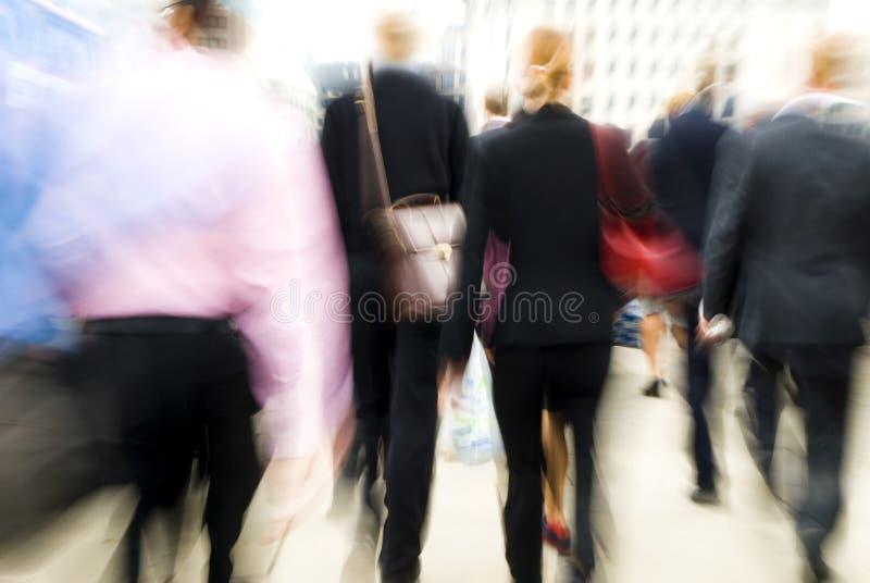London morgonpendlare på deras väg till arbetsplatsen arkivfoto