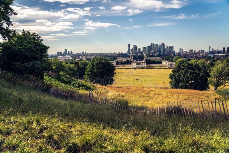 London panorama, finansdistrikt i bakgrunden arkivbild