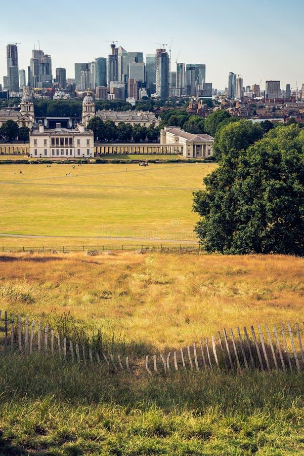 London panorama, finansdistrikt i bakgrunden royaltyfri fotografi