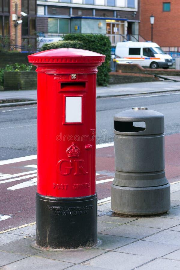 London röd stolpeask royaltyfria foton