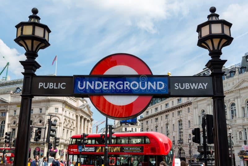 London röringång till kollektivtrafik/gångtunnelen på Regent Stre royaltyfri fotografi