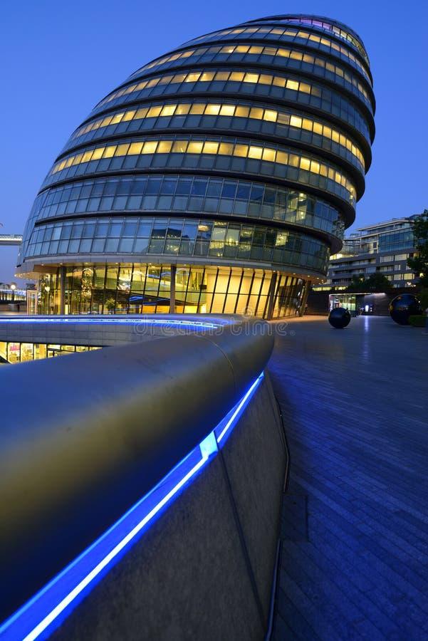 London-Rathausgebäude nachts stockfotografie
