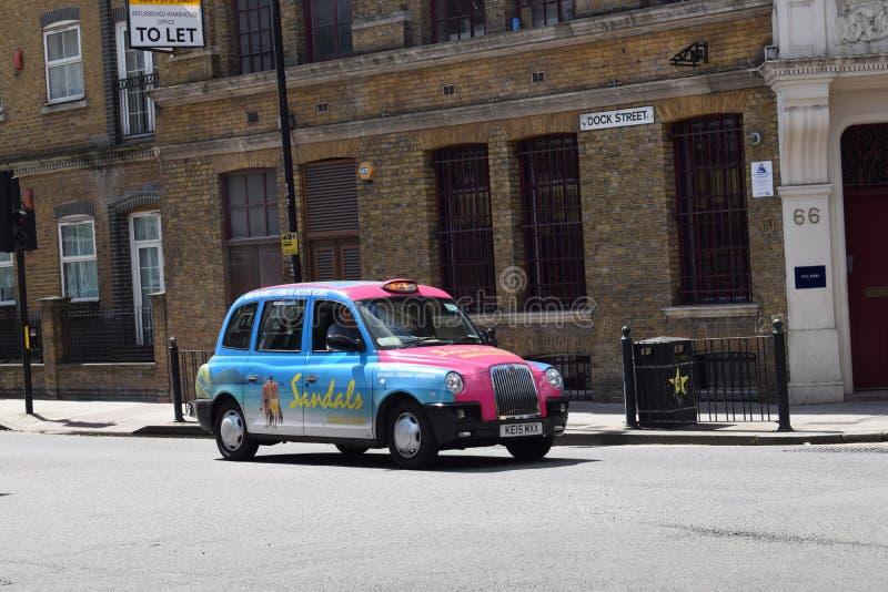 London-Rollen mit seinem für Mieteleuchte schielt ein stockfoto