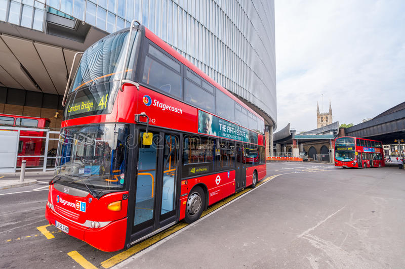 LONDON - 28. SEPTEMBER 2013: Ansicht eines London-Doppeldeckerbusses lizenzfreies stockbild