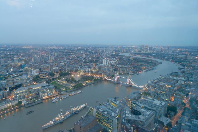 LONDON - 24. SEPTEMBER 2016: Vogelperspektive der Turm-Brücke und der Verdichtereintrittslufttemperat stockbild
