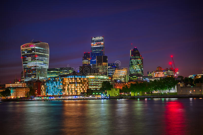 London-Skyline bis zum Nacht stockfoto