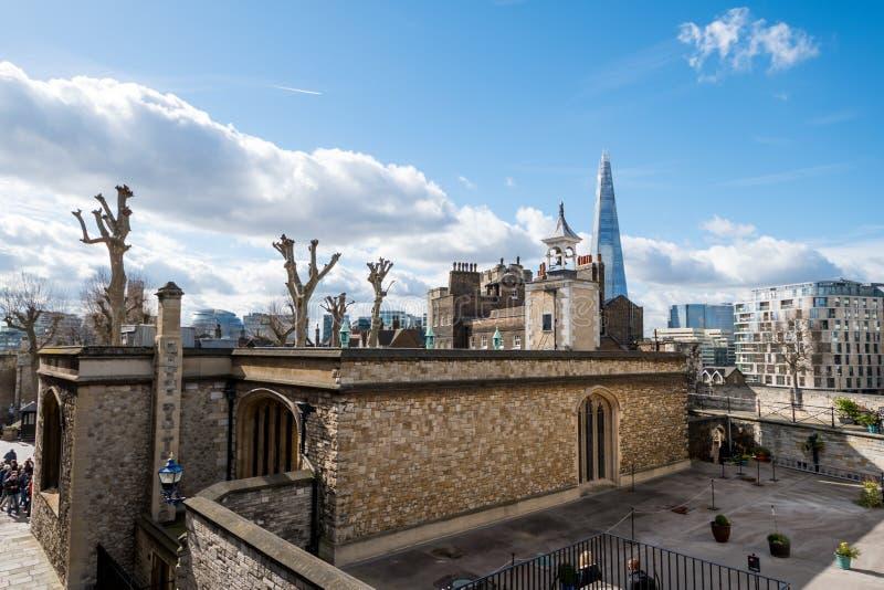 Download London-Skyline Mit Skysrapers Auf Blauem Backgroung Redaktionelles Stockfotografie - Bild von städtisch, aufsatz: 90225102