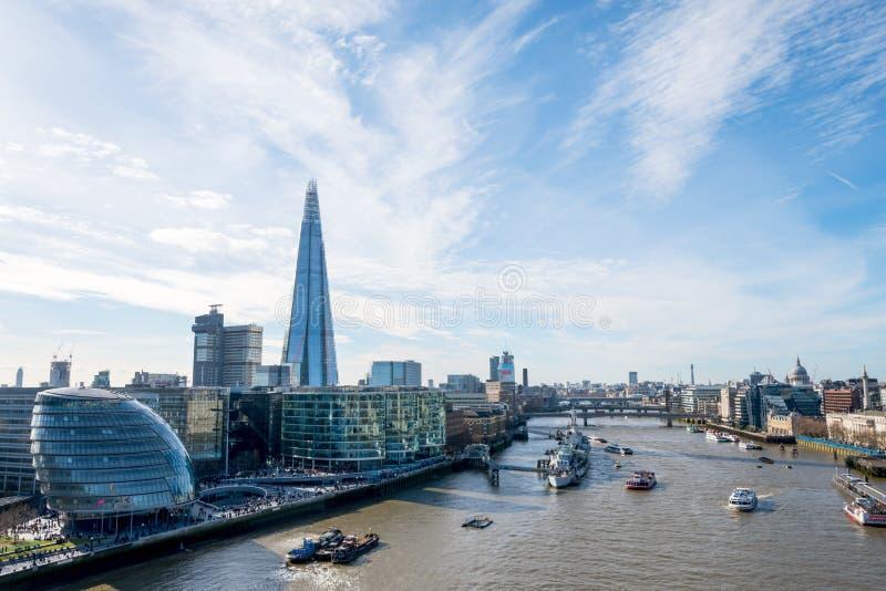 Download London-Skyline Mit Skysrapers Auf Blauem Backgroung Redaktionelles Stockfoto - Bild von cityscape, szene: 90225593