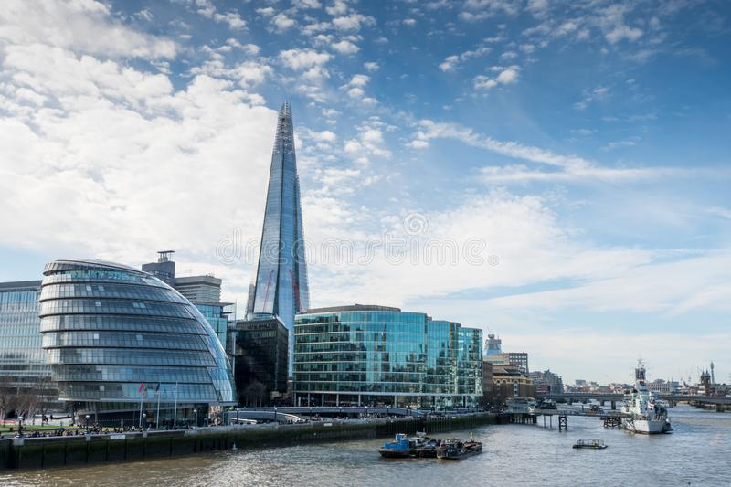 Download London-Skyline Mit Skysrapers Auf Blauem Backgroung Redaktionelles Foto - Bild von blau, aufsatz: 90225761