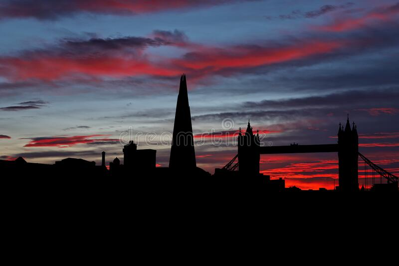 London skyline vid solnedgångsillustration arkivbild