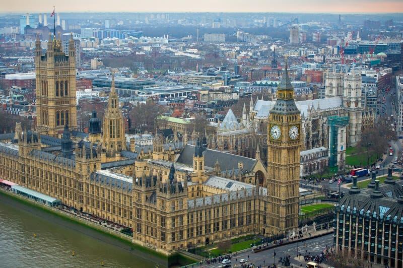 London - slott av Westminster och Big Ben klockatorn royaltyfri foto