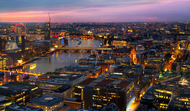 London am Sonnenuntergang Straßenstadt nachts Nacht beleuchtet Westminster-Seite lizenzfreie stockbilder