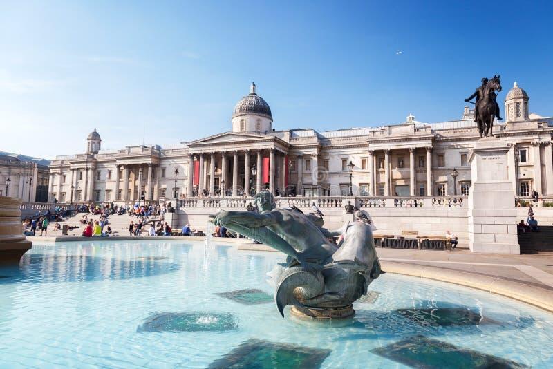 London springbrunn på den Trafalgar fyrkanten royaltyfria foton