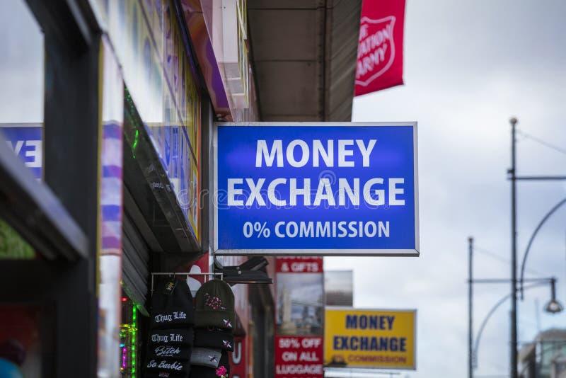 London, större London, Förenade kungariket, 7th Februari 2018, ett tecken och logo för ett pengarutbyte arkivbilder