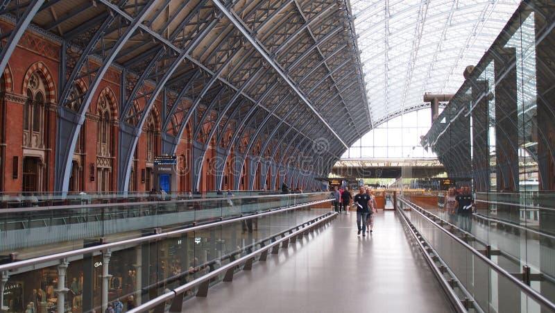 London St Pancras j?rnv?gsstation, England fotografering för bildbyråer
