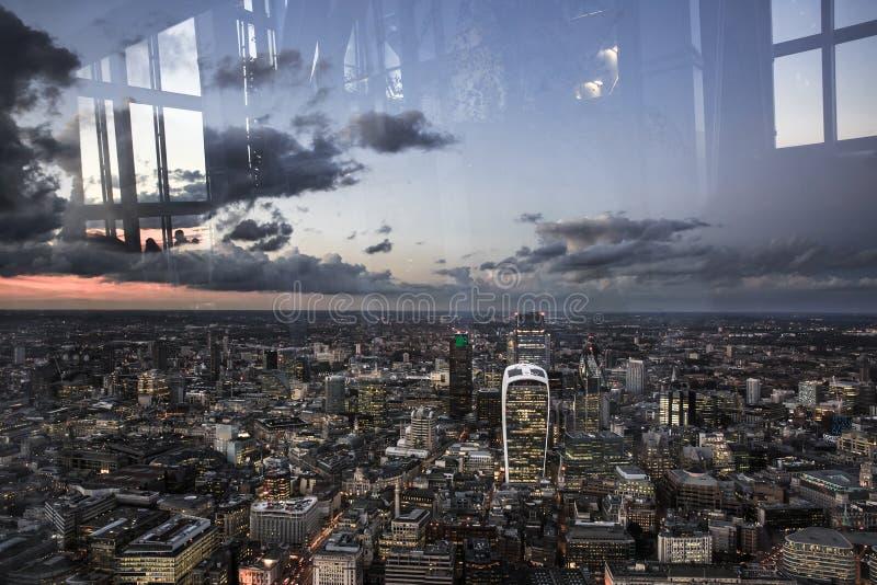 London stad från över, sikt från skärvan arkivfoton