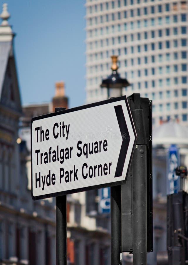 London stad - trafiktecken - I - royaltyfria foton