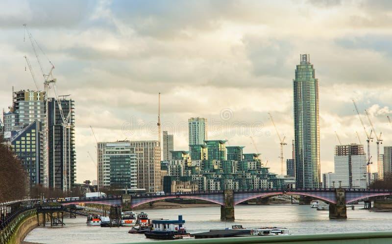 London stadshorisont med Thames River arkivbild