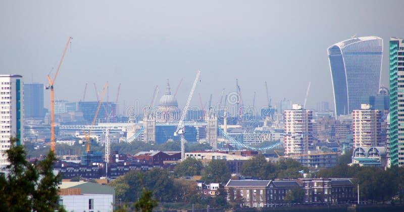 London-Stadt von Baukränen von Greenwich-Hügel lizenzfreie stockfotografie