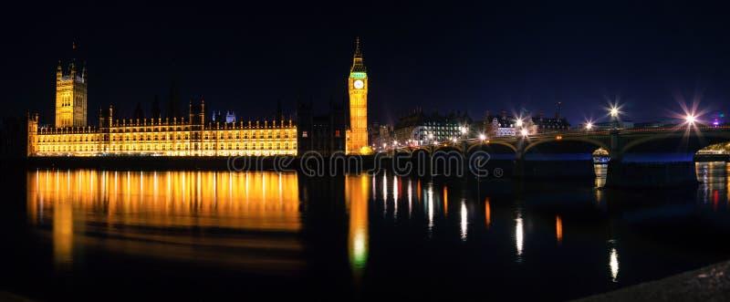 London-Stadtbild mit Palast von Westminster mit Big Ben und Wes stockfotos