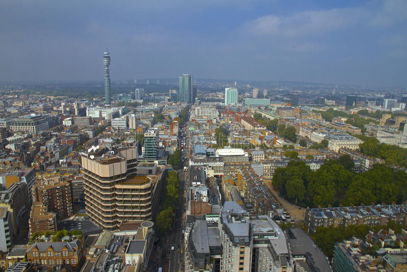 London-Stadtbild in Richtung zu BT-Turm stockfoto