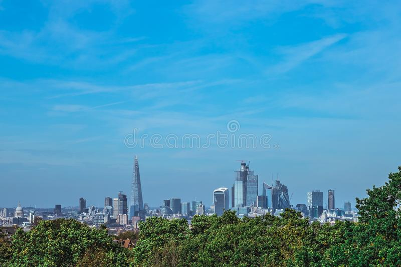 London-Stadtpanorama im Sommer stockbild