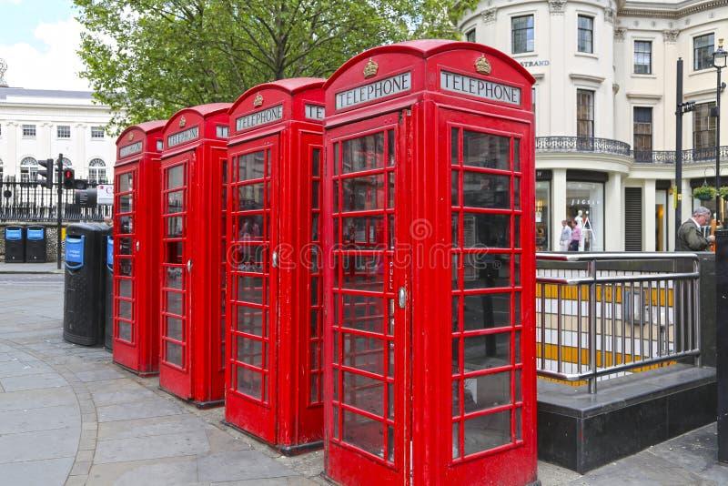 London Storbritannien - Maj 23, 2016: röda telefonbås arkivfoto