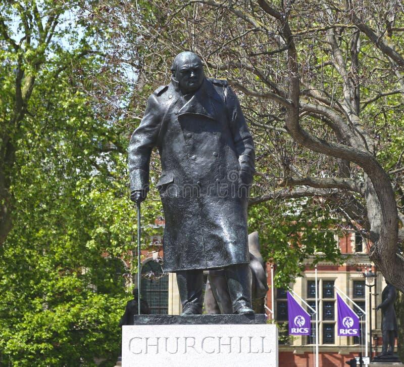 London Storbritannien - Maj 22, 2016: Staty av Winston Churchill, Parliament Square fotografering för bildbyråer