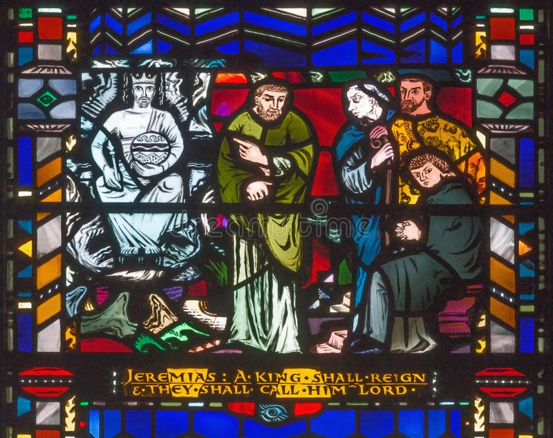 LONDON STORBRITANNIEN - SEPTEMBER 16, 2017: Den messianic förutsägelsen av Jeremiah på målat glass i kyrkaSt Etheldreda royaltyfria foton