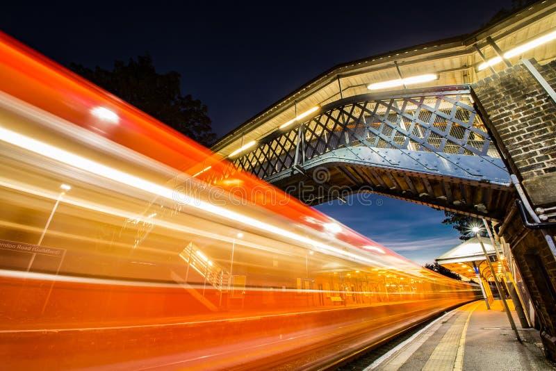 London-Straßenbahnstation Guildford Surrey England lizenzfreie stockfotos