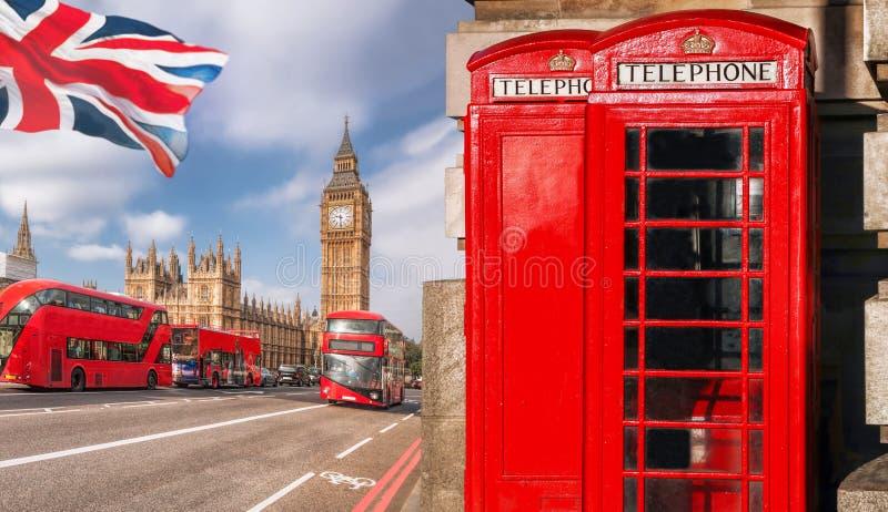 London symboler med BIG BEN, BUSSEN för DUBBEL DÄCKARE och röda telefonbås i England, UK arkivfoton