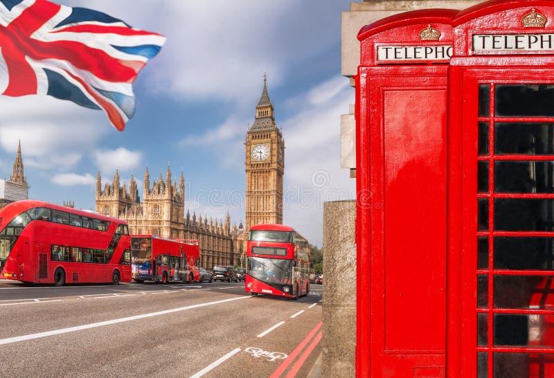 London symboler med BIG BEN, BUSSEN för DUBBEL DÄCKARE och röda telefonbås i England, UK royaltyfria bilder