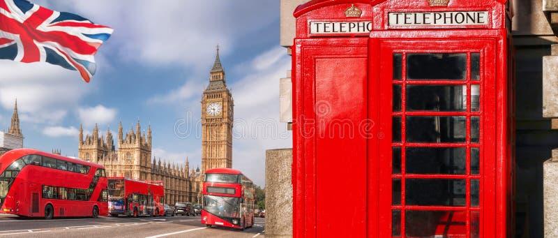 London symboler med BIG BEN, BUSSEN för DUBBEL DÄCKARE och röda telefonbås i England, UK arkivbilder
