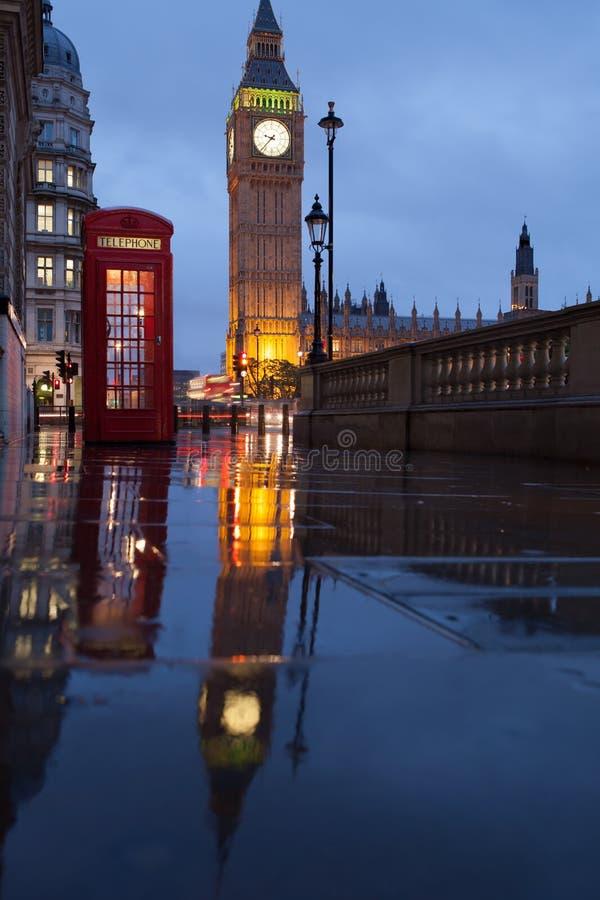 London symboler: telefonasken, clock stora Ben royaltyfria bilder