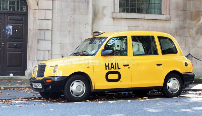 london taxar royaltyfria bilder