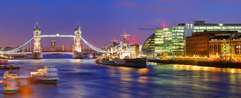 London tornbro - panorama royaltyfria foton