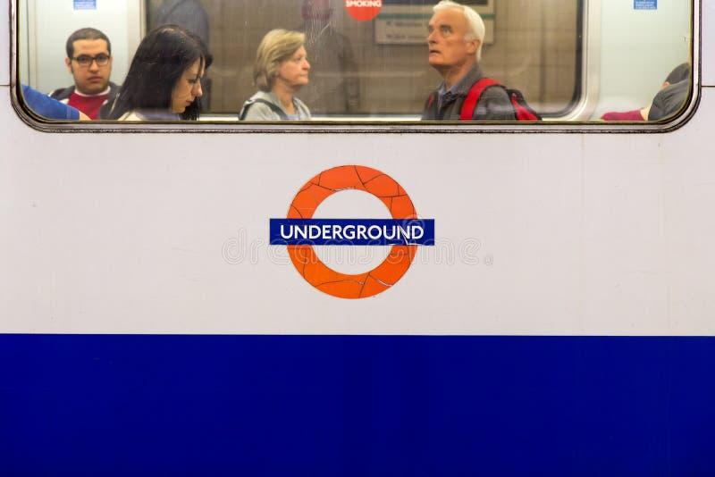 London tunnelbana - inre arkivfoton