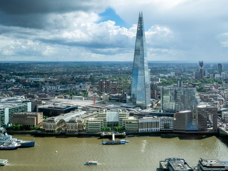 LONDON/UK - 6月15日:碎片大厦的看法在莒的伦敦 免版税库存图片