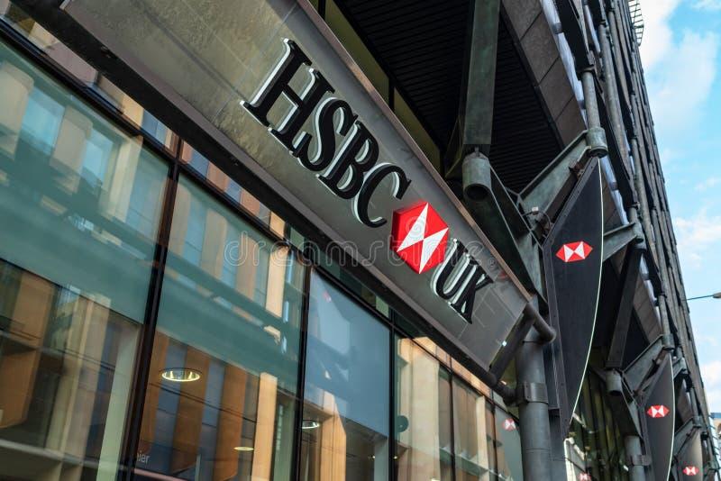 LONDON UK - APRIL 1, 2019: HSBC UK Packa ihop Shopfront, Företag undertecknar in centrala London arkivfoto