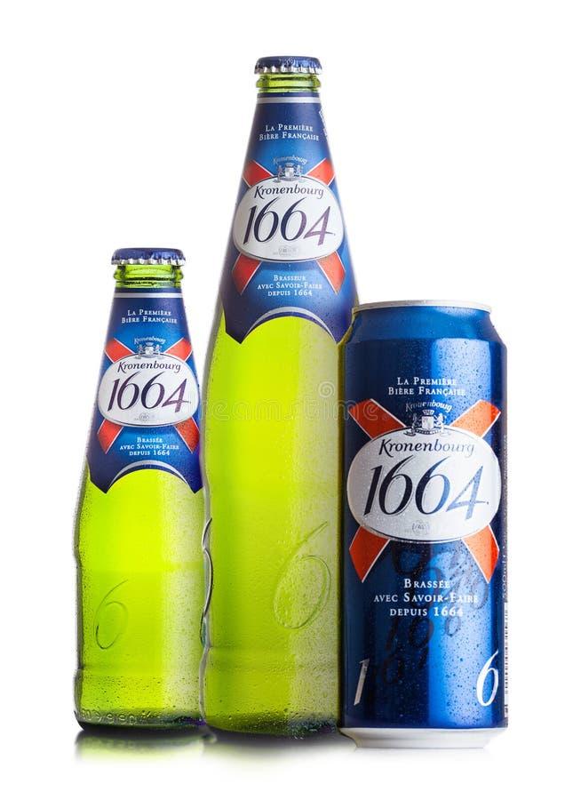 LONDON UK - AUGUSTI 10, 2018: Förkylningflaskor och aluminium can av Kronenbourg öl 1661 på vit bakgrund royaltyfria foton