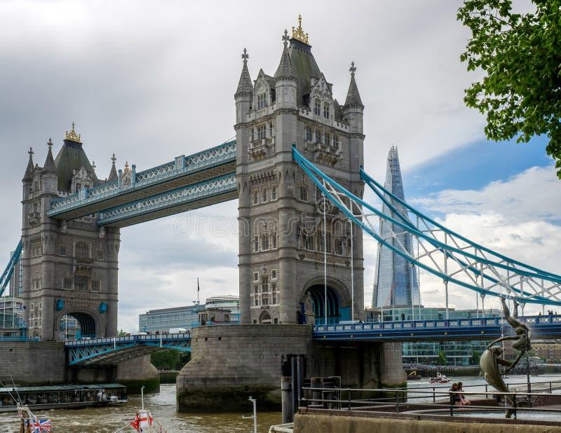 LONDON/UK - 15 DE JUNHO: David Wayne Sculpture Girl com faz fotos de stock royalty free