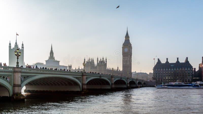 LONDON/UK - 13 FEBRUARI: De Brug en Big Ben van Westminster in Lond royalty-vrije stock foto's