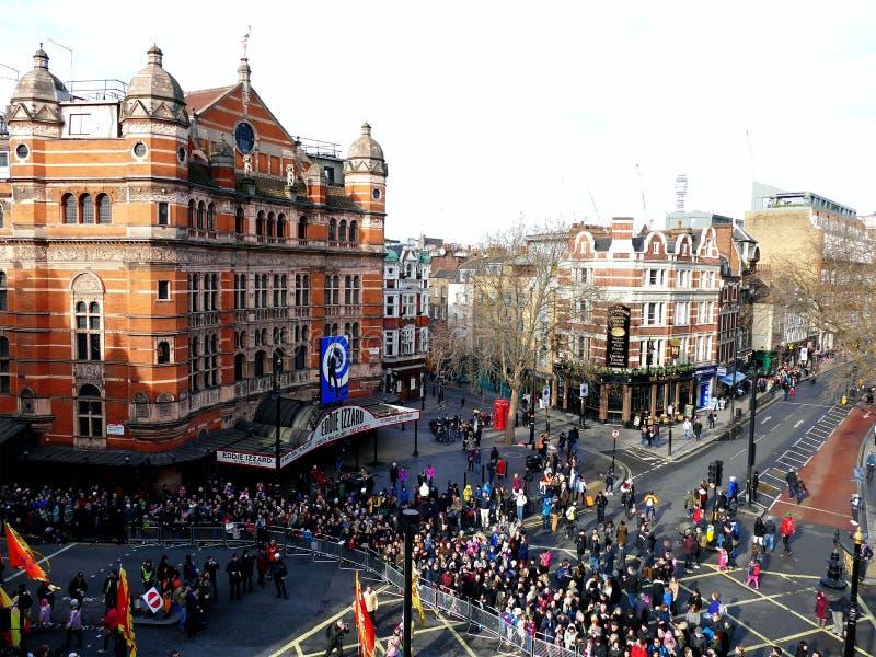 LONDON UK - 14 FEBRUARI 2016: Folkmassa för det kinesiska nya året 2016 royaltyfri fotografi