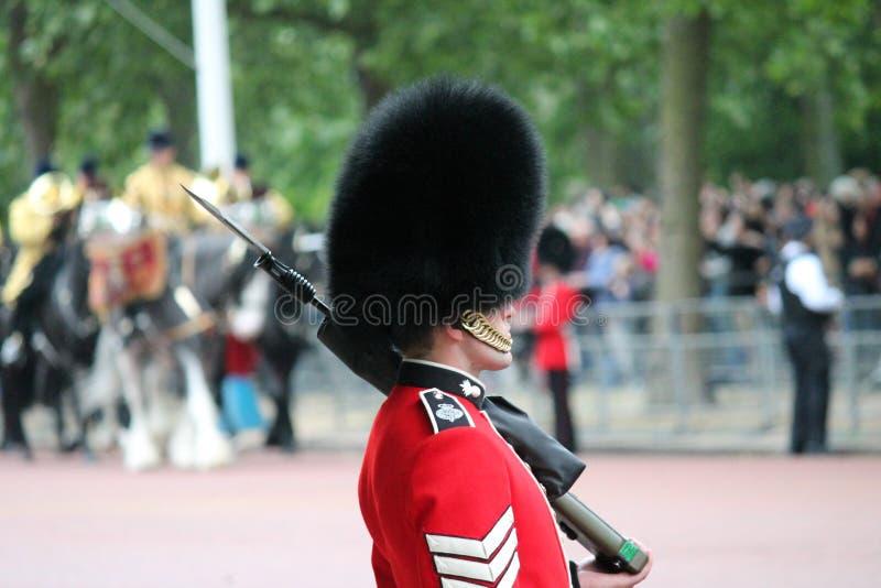 London UK-Juli 06, soldat av den kungliga vakten, Juli 06 2015 i London royaltyfri fotografi
