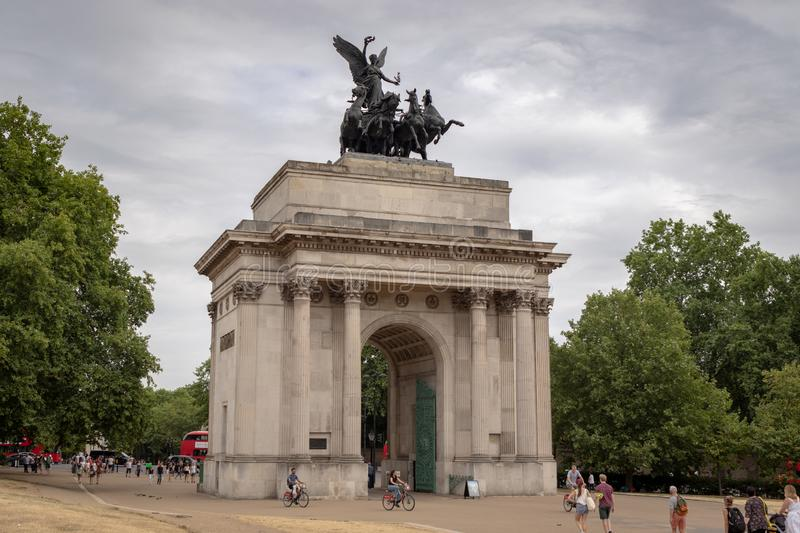 View of Wellington Arch set in the royal area of London. Historic memorial crowned with the largest bronze sculpture in Europe stock image